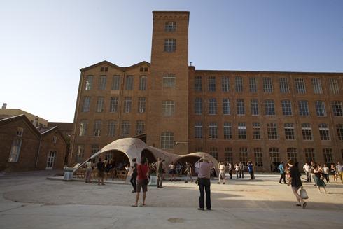 El proyecto BRICK-TOPIA en Fabra i Coats durante el verano